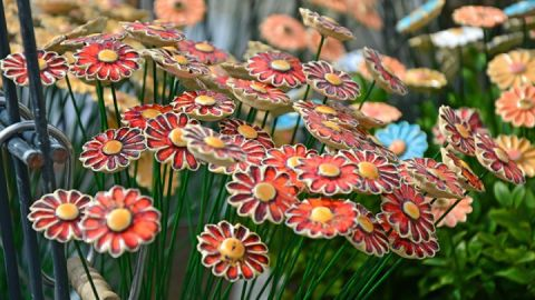 getöpferte Blumen