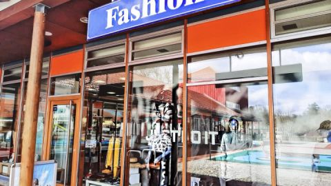Nike & Fashion-Fleesensee auf dem Marktplatz in Göhren-Lebbin