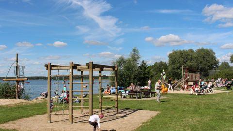 Kleiner Spielplatz in Untergoehren / Strandwiese / Badestelle